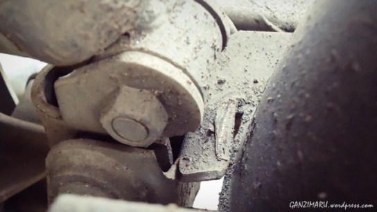 Arm yang jadi dudukan pangkon robek, akibat tekanan yang diberikan monoshock