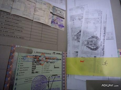 Fotokopi dan kelengkapan berkas, hasil mondar-mandir sana-sini